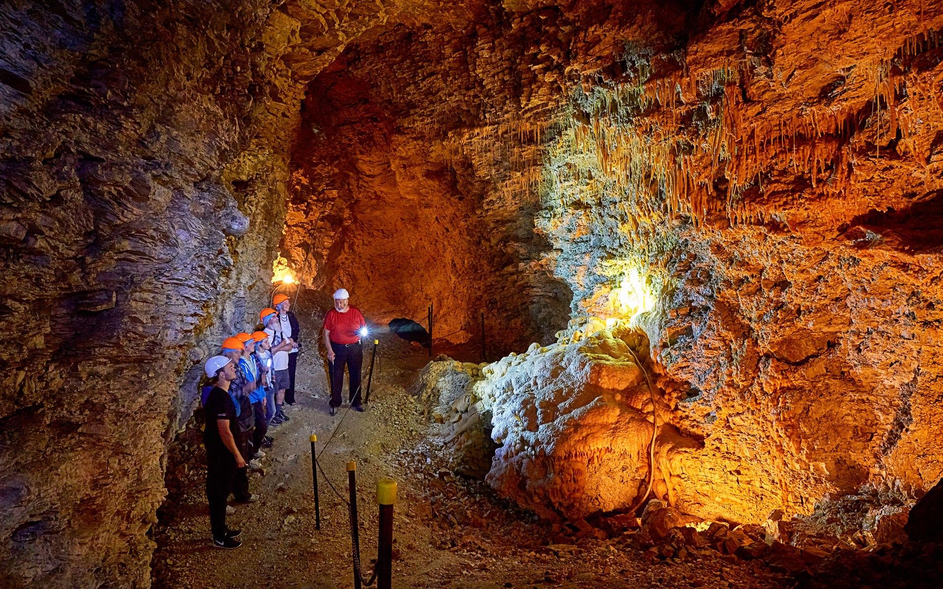caves-kaikoura-cave-tour-01
